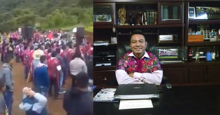 Alcalde de Zinacantán, Chiapas, da discurso ebrio en evento de motocross (Video)
