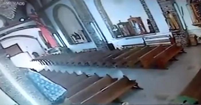 Así se derrumbó la iglesia de Totolapan, Morelos durante el sismo (Videos)