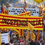 Dilema de Cataluña: declara la independencia y resiste o da marcha atrás