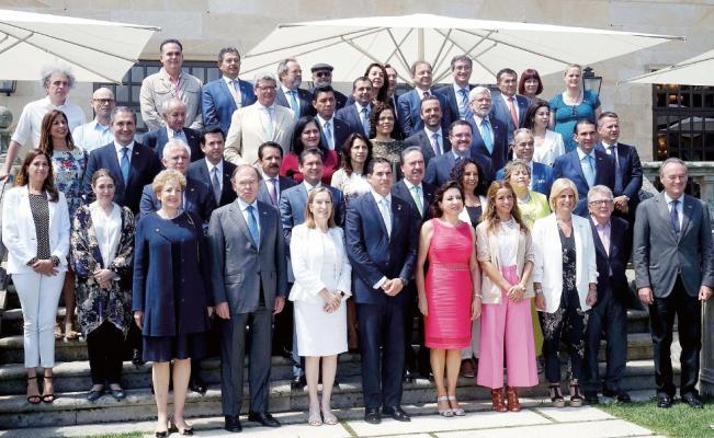 Legisladores del PRI, PAN, PRD y Verde gastan 2.3 millones en viaje a España