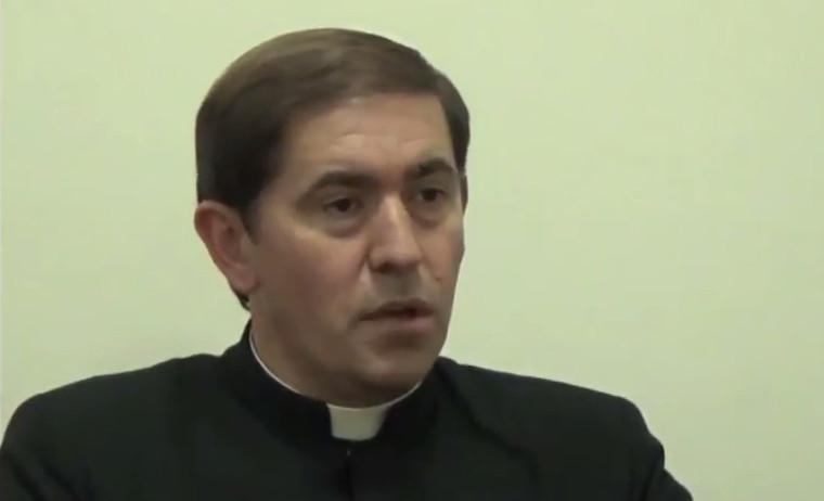 La carta del sacerdote que reconoció que fue papá, ¡dos veces!