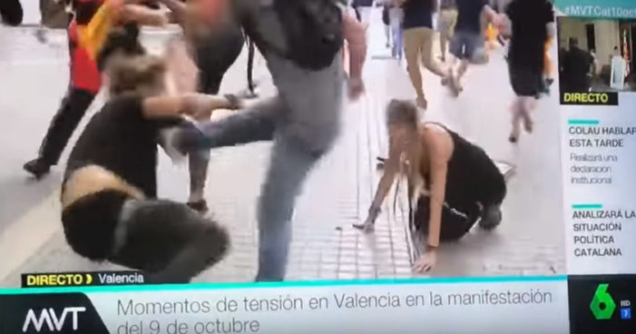 Siguen agrediendo a pro independentistas en España (Videos)
