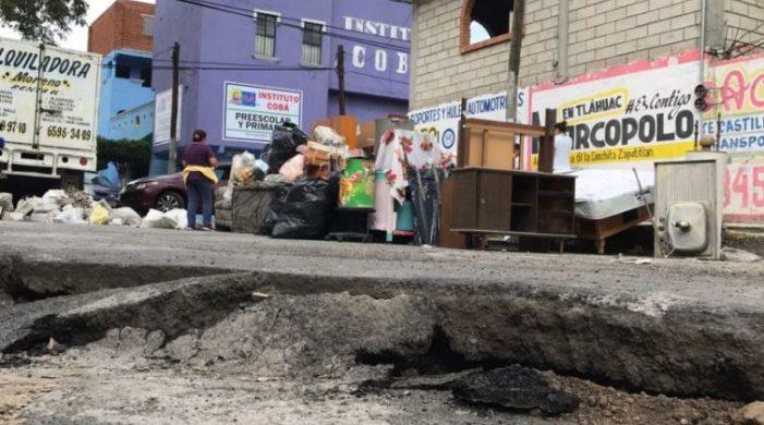A dos semanas del sismo sigue faltando el agua en Tláhuac; hay 90 mil damnificados