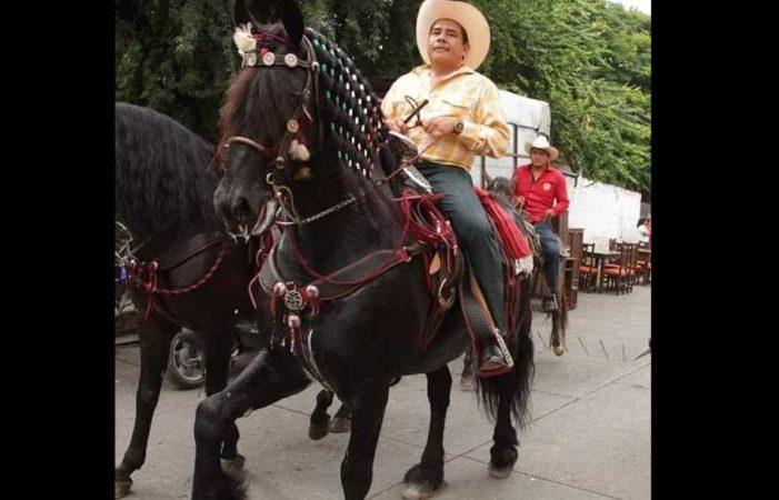 Alcalde priista condiciona pago de laudos, pide moche o un caballo fino a cambio