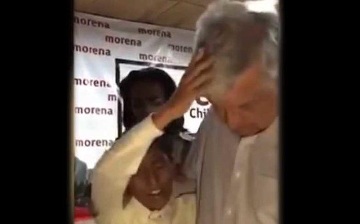 Niño pastor ora para que AMLO 'libere a México de esta dictadura' (video)