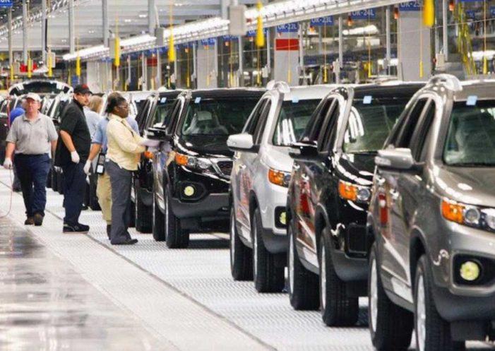 Industria automotriz pide a Trump que no abandone TLCAN