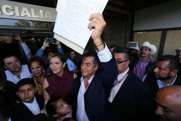 'El Bronco' hizo oficial su registro como independiente ante el INE