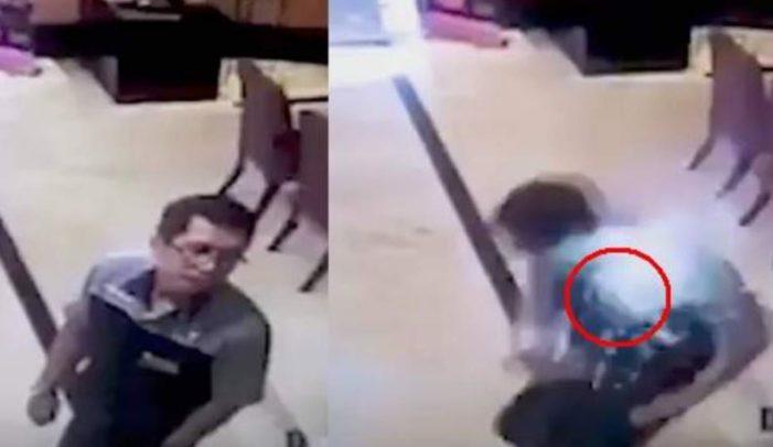 Un hombre sufre quemaduras al explotarle celular en el bolsillo de su camisa (VIDEO)