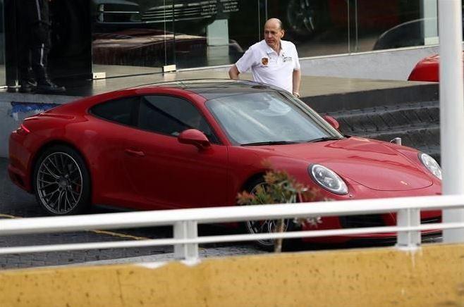 Delegado del IMSS tiene Porsche de 2 mdp, no lo incluyó en su declaración patrimonial