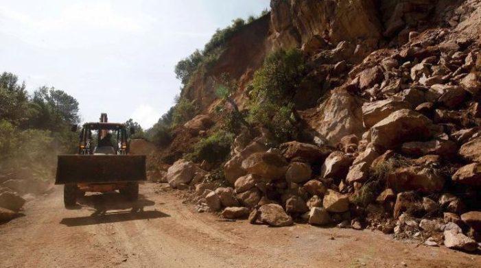 Derrumbes tienen incomunicados a municipios de Chiapas