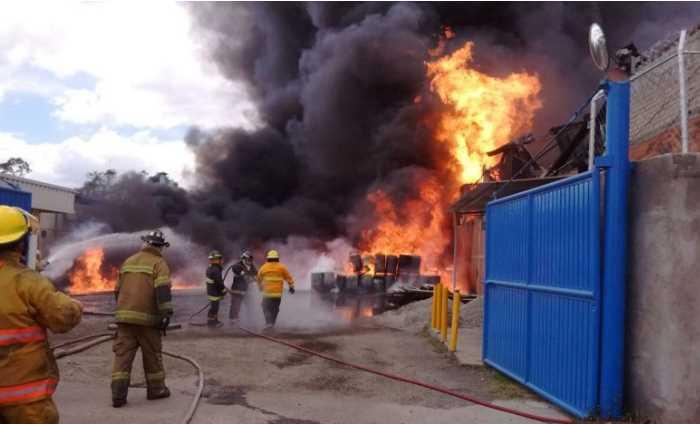 Reportan un herido en incendio en Tultitlán