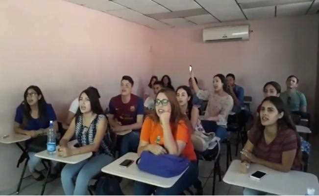 Maestra de Sonora enseña inglés a sus alumnos con la canción de 'La Chona' (VIDEO)
