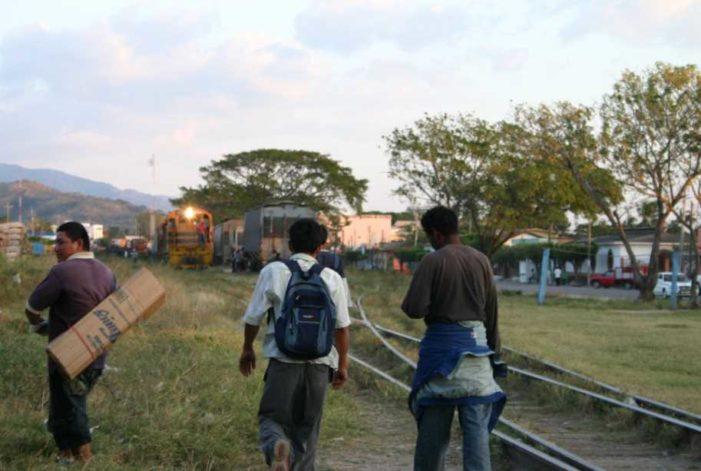 Mexicanos se hacen pasar por centroamericanos para pedir limosna