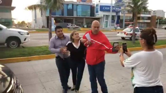 Ministeriales se llevan por error a doctora, luego gobernador pide disculpas (VIDEO)