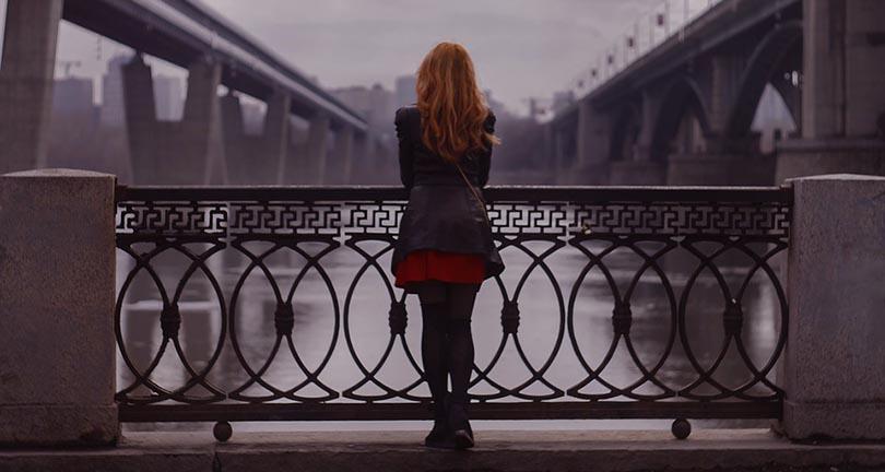 La violaron cuando iba a suicidarse — Dramático