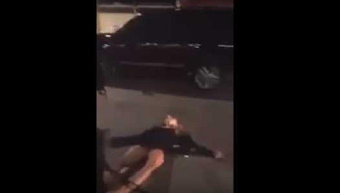 Causa indignación en redes video donde hombre noquea a su novia