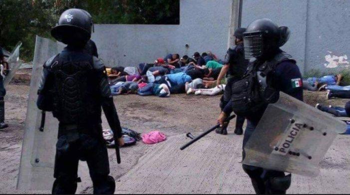 Reprime policía a normalistas en Michoacán