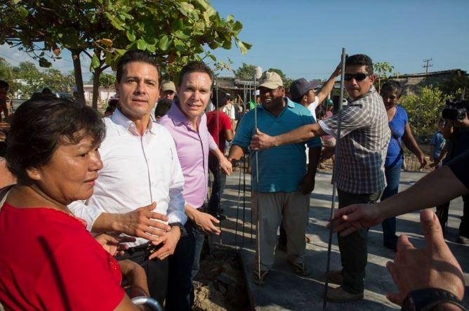 Peña insiste a afectados que hagan 'tandas' para reconstruir viviendas en Chiapas