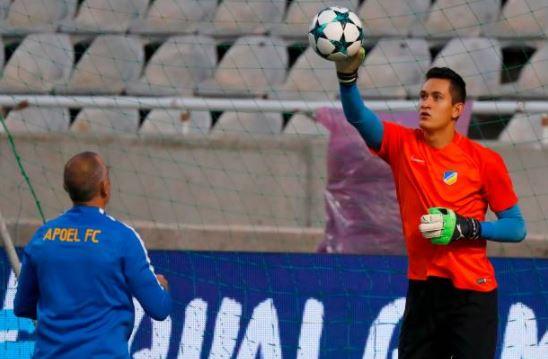 El arquero tapatío Raúl Gudiño entró en sustitución del portero titular  quien resultó lesionado. 715226c2a5154
