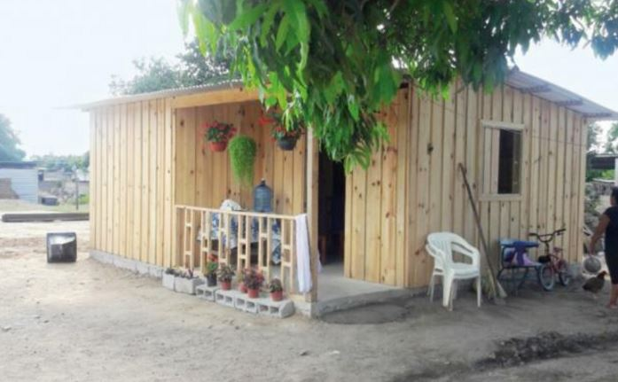 Han pasado 36 días del sismo, en Chiapas se refugian bajo los árboles a falta de casa