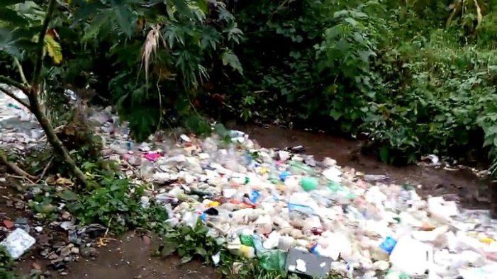 Impresionante río de basura que corre en Guatemala (VIDEO)