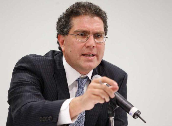 Otro 'independiente': Ríos Piter se registra como aspirante presidencial