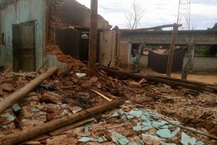 Alcalde priista de Oaxaca retiene ayuda para damnificados y la entrega a familiares