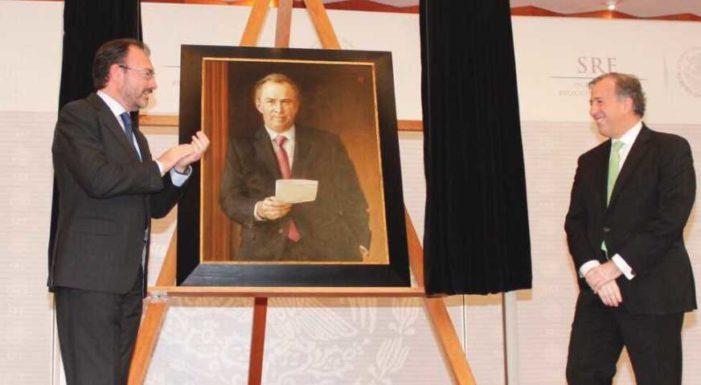 Retratos de Meade y Videgaray le cuestan a los mexicanos casi 1 millón de pesos