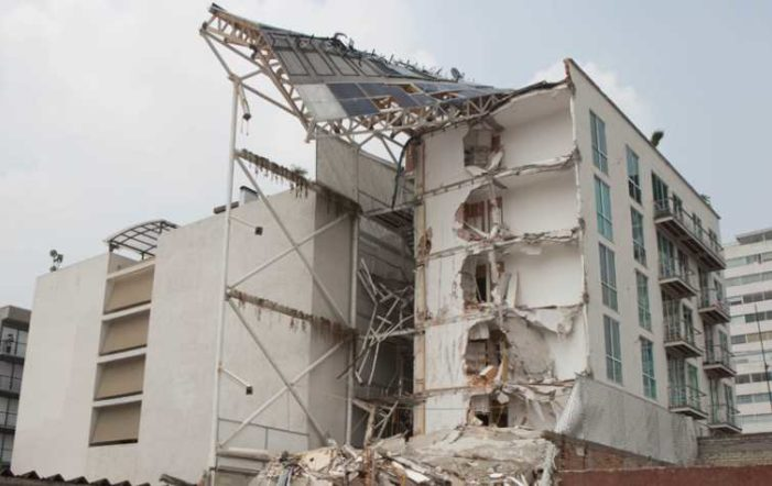 Investigarán a 4 empresas que construyeron edificios que se desplomaron en el sismo