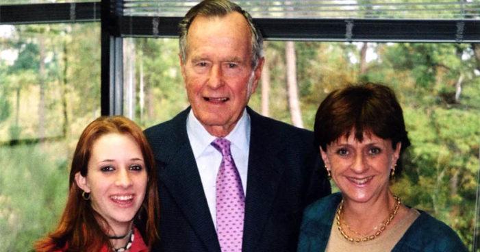 Denuncian 6 mujeres a Bush padre por tocamientos, una de ellas tenía 16 años