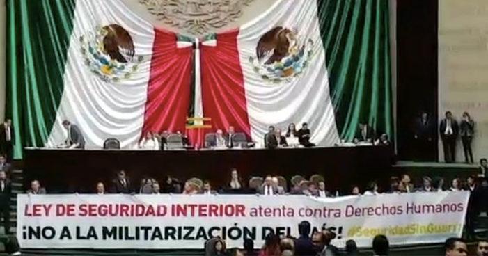 """""""Autogolpe militar"""" la Ley de seguridad interior, destacan en protesta ante el Senado por Jenaro Villamil"""
