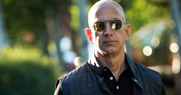 Jeff Bezos, fundador de Amazon, becará con 33 mdd a dreamers