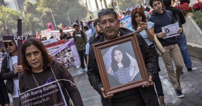 Marchan contra los feminicidios en México