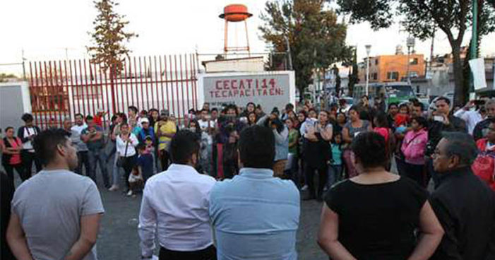 Renuncian 200 al PRD en Iztacalco, 'partido perdió identidad tras alianza con PAN', dicen