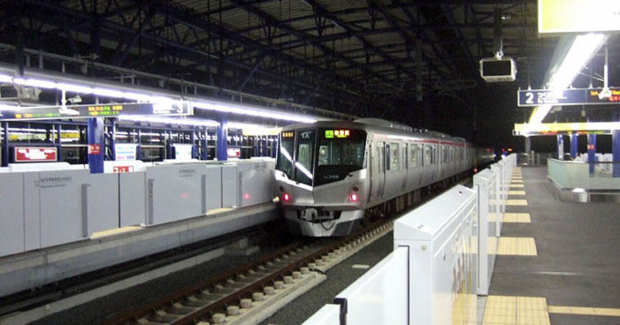 Tren japonés sale 20 segundos antes y se tienen que disculpar por impuntualidad