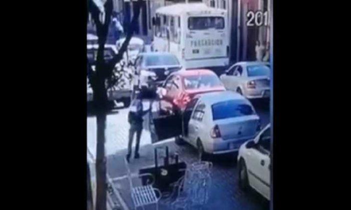 En Puebla, conductor reclama a otro por darle 'cerrones' y lo mata (VIDEO)