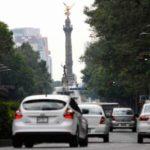 Mexicanos estarían dispuestos a usar menos su auto para cuidar el ambiente: encuesta