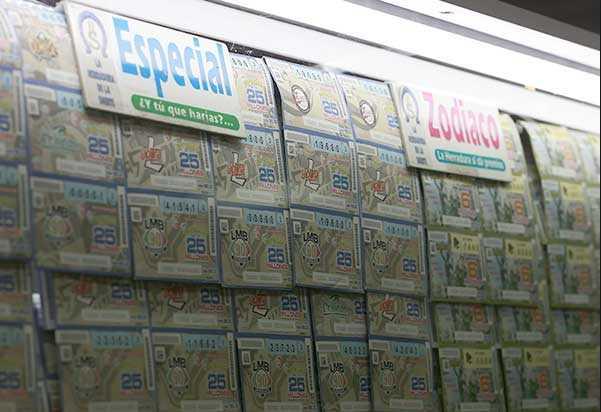 Estafan a mujer de la tercera edad con boleto de lotería 'premiado', pierde 400 mil pesos