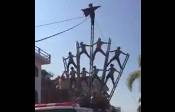 Bomberos se caen de 6 metros en plena exhibición en Jalisco