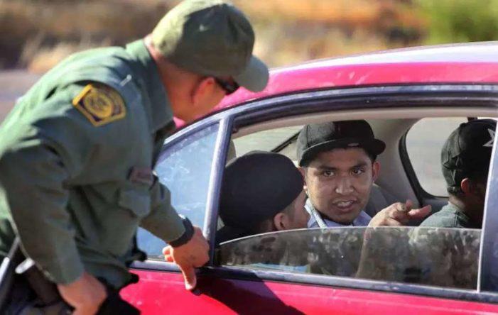 Juez ordena a gobierno de Trump que restituya DACA a 'dreamer' detenido en la frontera