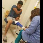 Arrestan a dreamer mexicano, guardias se burlan de él porque usa prótesis en una pierna