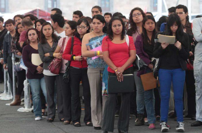 En México, mujeres tardan hasta 7 años para encontrar empleo tras salir de la universidad