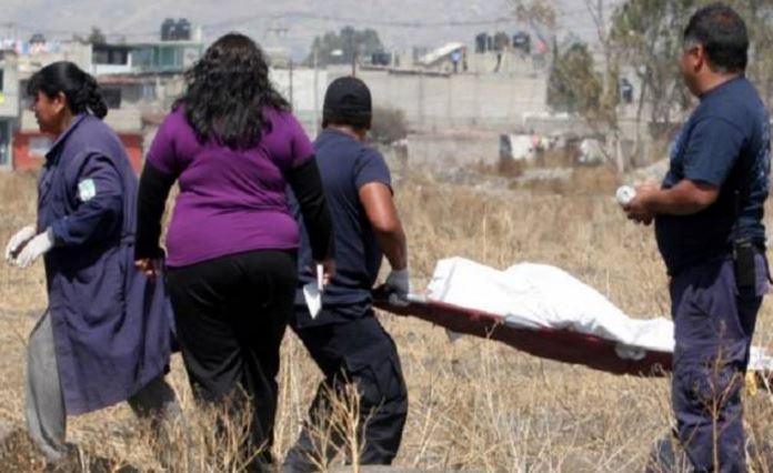 En Puebla, hallan debajo de una lona el cuerpo de una maestra con huellas de violación