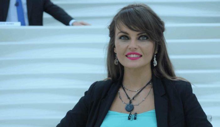 Piden expulsar a la guatemalteca Gloria Álvarez, por intervenir en la política mexicana