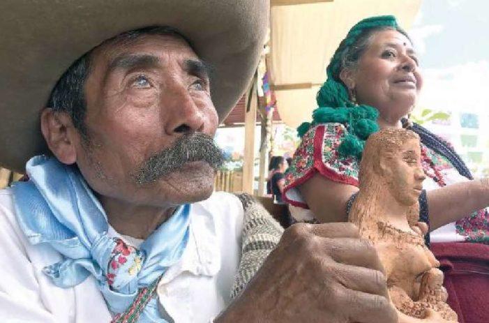 José, artesano invidente de Oaxaca, ha conquistado EU con sus sirenas de barro