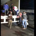 Rescatan a 98 migrantes de un camión en Tabasco; 36 eran menores de edad