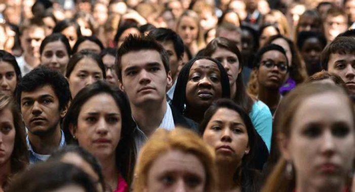 Millennials ganarán menos dinero y tendrán peores trabajos a pesar de estar mejor preparados