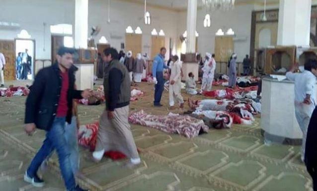 Van 305 muertos por atentado de mezquita en Egipto, entre ellos 27 niños