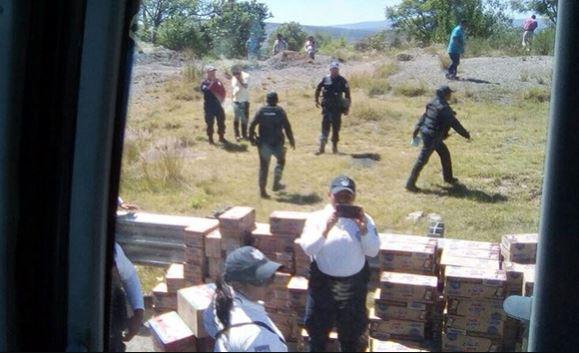 Retienen a normalistas en Nochixtlán