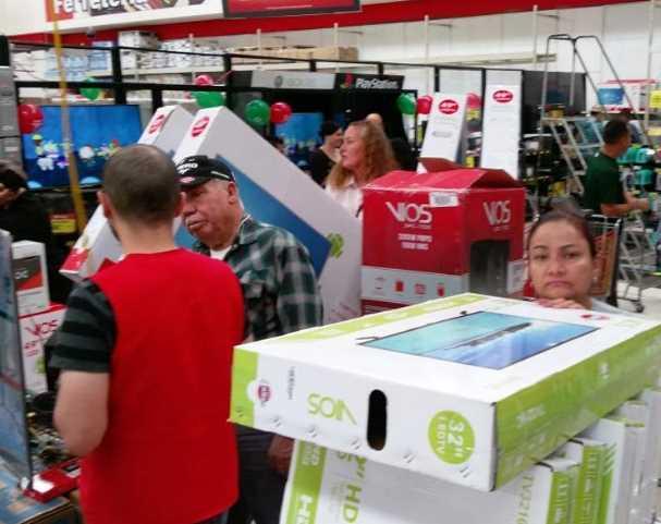 En Chihuahua compran pantallas en 10.9 pesos, compradores piden se respete precio